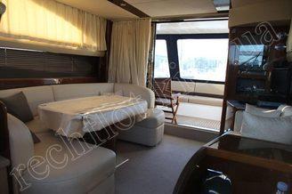 Оборудование и мебель в салоне моторной яхты Принцесс-45