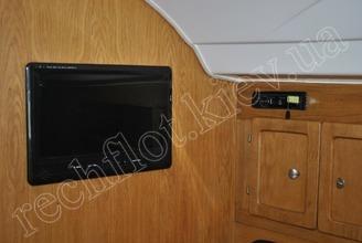 TV в салоне парусной яхты JANMOR