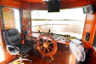 Капитанская рубка моторной яхты Соломия
