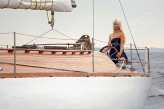 У штурвала парусной яхты Электра