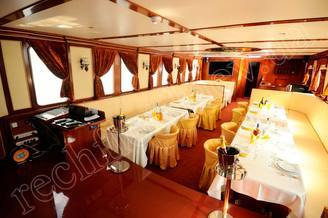 Салон-ресторан моторной яхты Соломия