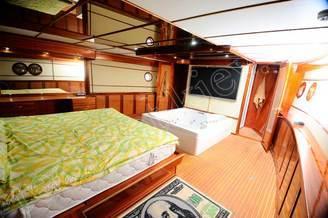Каюта класса Люкс моторной яхты Соломия