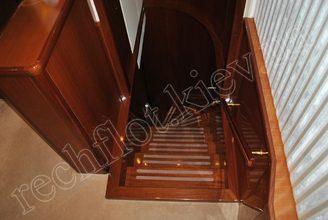 Лестница моторной яхты Натали
