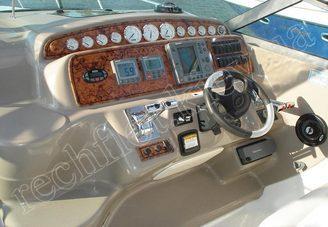 Капитанское место моторной яхты Ларсон-370