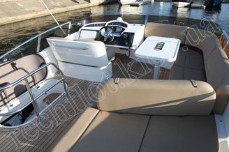Флайбридж моторной яхты Принцесс-45