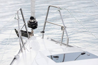 Носовая часть парусной яхты HANSE-320 Sorry
