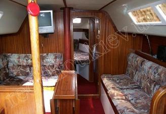 Кают-компания парусной яхты Лора