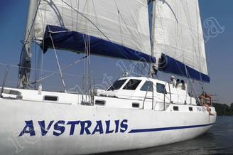 Левый борт парусной яхты Австралия