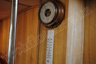 Навигационные приборы в кают-компании парусной яхты Австралия