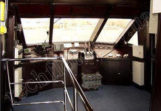 Капитанская рубка моторной яхты Романтик