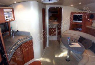 В салоне моторной яхты Ларсон-370