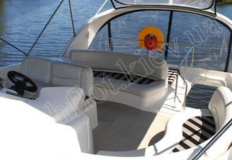 Верхняя палуба моторной яхты Меридиан-411