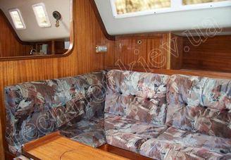 В кают-компании парусной яхты Лора