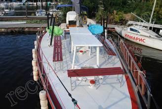 Носовая часть парусной яхты Риф