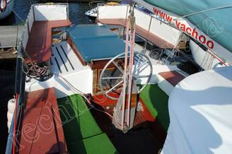 Штурвал на кокпите парусной яхты Норд