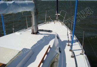 Носовая часть парусной яхты Лана