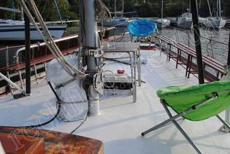 На носовой части парусной яхты Риф