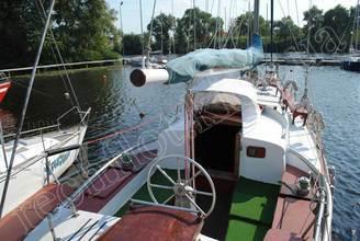 Вид на кокпит парусной яхты Норд
