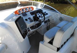 Панель навигационных приборов моторной яхты Меридиан-411