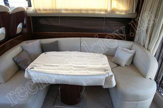 Интерьер салона моторной яхты Принцесс-45