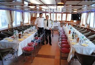 Банкет в салоне на 60 банкетных мест на первой палубе теплохода Яков Задорожный
