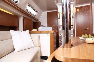 В салоне парусной яхты HANSE-320 Sorry