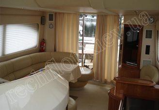 Интерьер салона моторной яхты Азимут-46