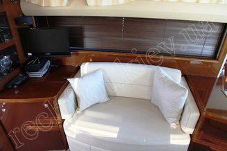 В салоне моторной яхты Принцесс-45