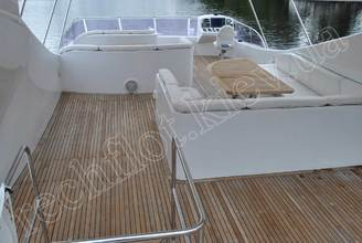 Верхняя палуба моторной яхты Натали