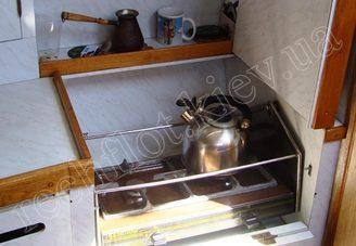 Газовая плита на камбузе парусной яхты Лана