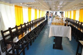 Салон на 2-й палубе со стороны капитанской рупки