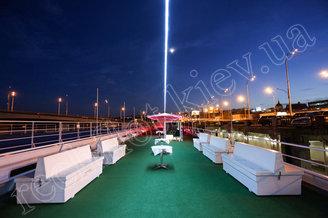 Верхняя вечерняя палуба теплохода Lux лайнер, фото 4