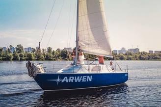 Парусная яхта Арвен на полном ходу