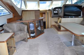 Салон на 10 банкетных мест моторной яхты Голубой Океан