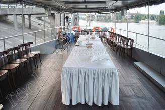 Летняя терраса моторной яхты Романтик