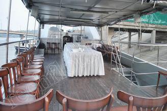 Вторая палуба моторной яхты Романтик