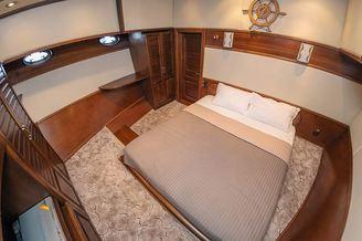 Просторная каюта № 1на моторной яхте Одиссея