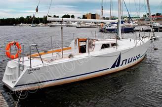 Яхта Алина на стоянке в яхт-клубе