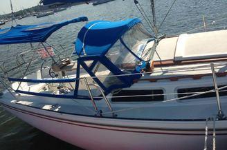 Парусная яхта Каталина на реке Днепр