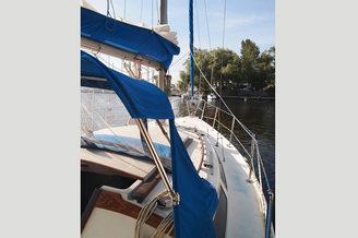 Носовая часть парусной яхты Каталина