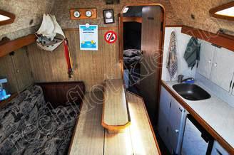 Вход в носовую каюту яхты Лана