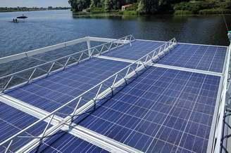 Солнечные батареи на теплоходе Релакс