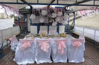 Свадебная сервировка на теплоходе Пати-Бот