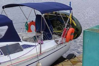 Кокпит парусной яхты Лора