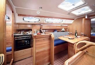 Кают-компания парусной яхты Бавария-33 Александер, фото 4