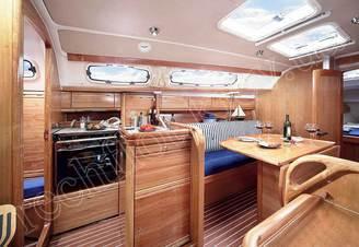 Кают-компания парусной яхты Бавария-30 Касабланка
