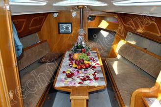 Вариант розсадки гостей в кают-компании парусной яхты Богема