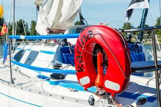 Яхта Карина на причале