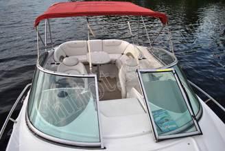 Вид на салон катера Кроунлайн-255