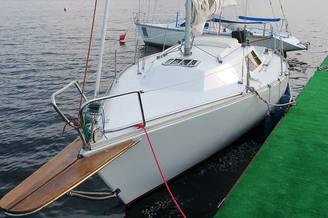 Яхта Мира у причала